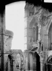 Cathédrale Saint-Gervais et Saint-Protais - Façade ouest, revers, partie gauche