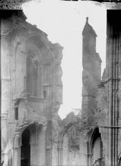 Cathédrale Saint-Gervais et Saint-Protais - Façade ouest, revers, partie droite
