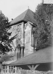 Ancienne abbaye bénédictine - Chapelle, détail, angle sud-est, extérieur