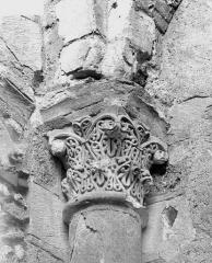 Ancienne abbaye bénédictine - Tour Saint-Paul, chapiteau du deuxième étage