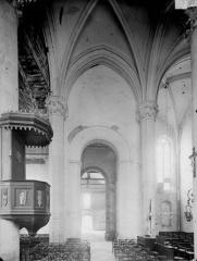 Eglise Saint-Mandé-Saint-Jean - Nef, vue du choeur