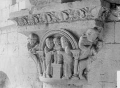 Ancien prieuré Saint-Léonard - Chapiteau, Présentation au Temple