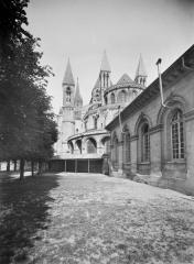 Ancienne église de Saint-Etienne-le-Vieux, actuellement magasin communal - Abside