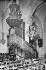 Ancienne église de Saint-Etienne-le-Vieux, actuellement magasin communal - Chaire