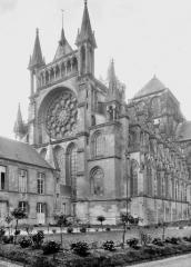 Ancienne cathédrale, actuellement église Notre-Dame, et cloître - Côté nord-est