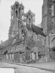 Ancienne cathédrale, actuellement église Notre-Dame, et cloître - Tours et bâtiments, au sud