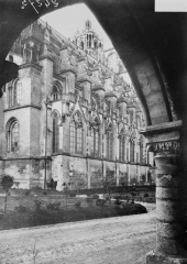 Ancienne cathédrale, actuellement église Notre-Dame, et cloître - Angle nord-est, pris depuis la galerie de l'évêché