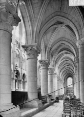 Ancienne cathédrale, actuellement église Notre-Dame, et cloître - Bas-côté nord