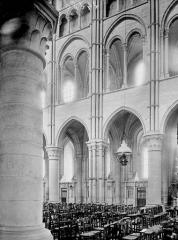 Ancienne cathédrale, actuellement église Notre-Dame, et cloître - Travées de la nef