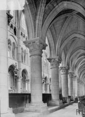 Ancienne cathédrale, actuellement église Notre-Dame, et cloître - Bas-côté sud du choeur