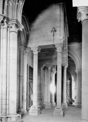 Ancienne cathédrale, actuellement église Notre-Dame, et cloître - Supports de la tribune, au revers du portail ouest