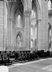 Cathédrale Saint-Gervais et Saint-Protais - Bras sud du transept, vue prise du choeur