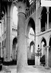 Cathédrale Saint-Gervais et Saint-Protais - Transept, vue diagonale