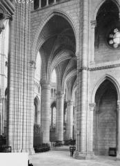 Cathédrale Saint-Gervais et Saint-Protais - Déambulatoire