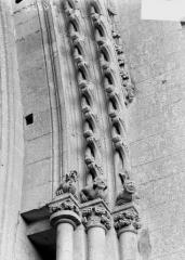 Ancienne abbaye de Saint-Jean-des-Vignes - Chapiteaux et sommier de l'archivolte de la grande rose