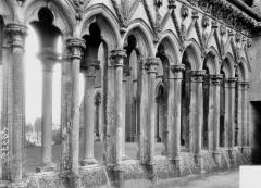 Ancienne abbaye de Saint-Jean-des-Vignes - Galerie du premier étage, détail extérieur