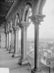 Ancienne abbaye de Saint-Jean-des-Vignes - Galerie du premier étage, vue intérieure
