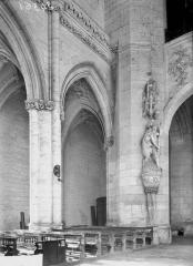 Ancienne abbaye - Eglise, angle de la nef, saint Christophe