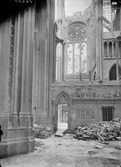 Ancienne collégiale Saint-Quentin - Déambulatoire et rosace du transept, au nord
