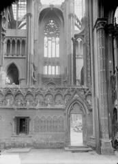 Ancienne collégiale Saint-Quentin - Déambulatoire et rosace du transept, au sud