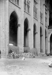 Ancienne collégiale Saint-Quentin - Travées de la nef, au sud