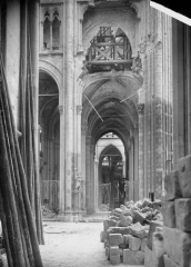 Ancienne collégiale Saint-Quentin - Dernière travée de la nef, au nord