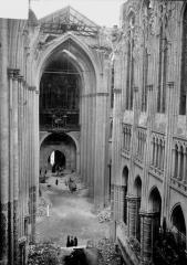 Ancienne collégiale Saint-Quentin - Nef, vue du choeur, après la pose de la charpente