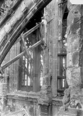 Ancienne collégiale Saint-Quentin - Quatrième fenêtre de la nef, prise du brad sud du transept