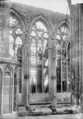 Ancienne collégiale Saint-Quentin - Fenêtres du choeur, côté nord, pris du bras sud du transept
