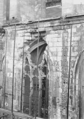 Ancienne collégiale Saint-Quentin - Quatrième fenêtre du bas-côté nord