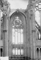 Ancienne collégiale Saint-Quentin - Fenêtre du transept, au sud