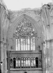 Ancienne collégiale Saint-Quentin - Fenestrage du transept, au nord