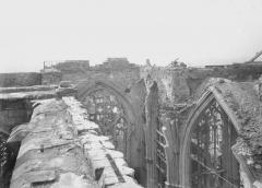 Ancienne collégiale Saint-Quentin - Partie supérieure, mur et extrados des voûtes, vue prise de la tourelle