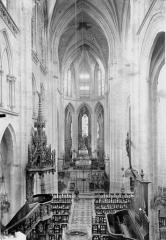 Eglise Saint-Samson - Nef, vue de l'entrée
