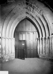 Eglise Saint-Médard - Portail