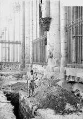 Cathédrale Notre-Dame - Fouilles exécutées le 11 août 1919 et montrant les fondations des piles du choeur