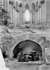 Cathédrale Notre-Dame - Tombe de l'archevêque Ebale, ensemble