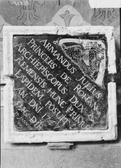 Cathédrale Notre-Dame - Pierre de dédicace du maître-autel trouvée dans la maçonnerie, le 16 août 1919