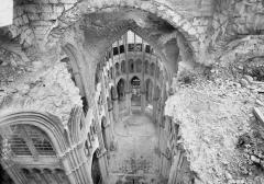 Cathédrale Notre-Dame - Brèche des voûtes de la croisée du transept, en dessus