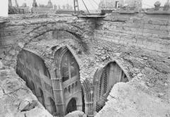 Cathédrale Notre-Dame - Brèche des voûtes effondréees du transept, en dessous