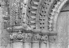 Eglise Saint-Jean-Baptiste - Portail ouest, chapiteaux et départs d'archivoltes