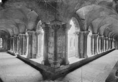 Cathédrale Notre-Dame et ses dépendances - Cloître, vue d'angle