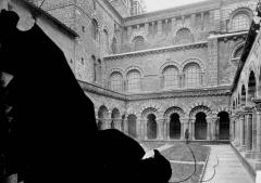 Cathédrale Notre-Dame et ses dépendances - Cloître, intérieur