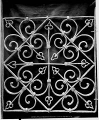 Cathédrale Notre-Dame et ses dépendances - Grille en fer forgé, cour du clocher