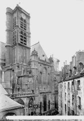 Eglise Saint-Gervais-Saint-Protais - Clocher et façade, côté nord