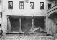 Prévôté - Galerie sur la cour