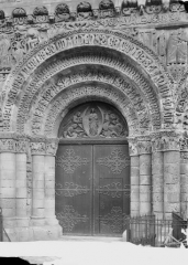 Eglise Notre-Dame-la-Grande - Façade ouest, porte centrale