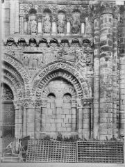 Eglise Notre-Dame-la-Grande - Façade ouest, arcature sud
