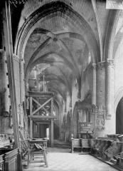 Eglise Saint-Médard - Nef, vue du choeur