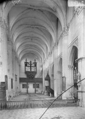 Eglise Sainte-Catherine, dite aussi Eglise Saint-Pierre du Prieuré - Nef, vue du choeur